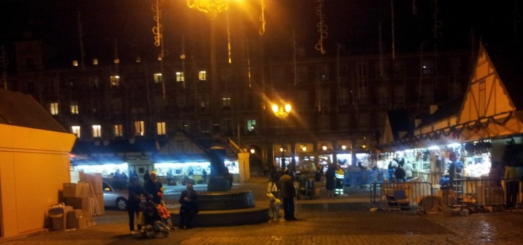 La plaza mayor se prepara para la navidad 2012