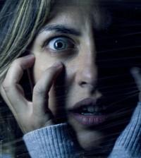 mujer en pleno ataque de panico